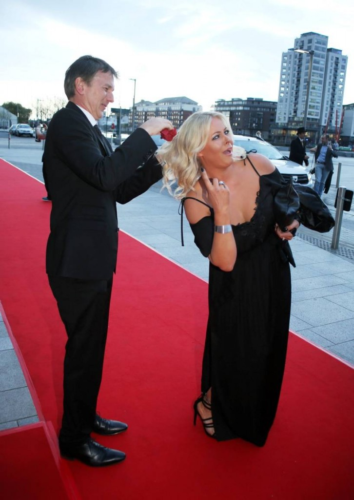 Oh, the glamour... out publisher MOD wiping seagull poo from Amanda's hair at the Style Awards!
