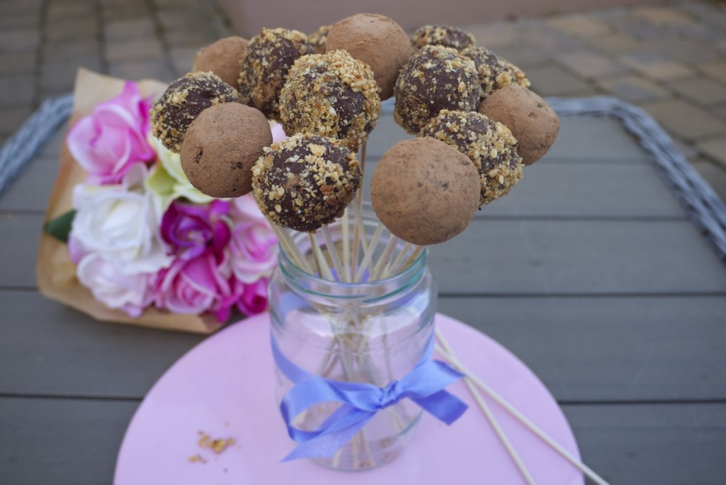 How good do these cake pops look? NOM!