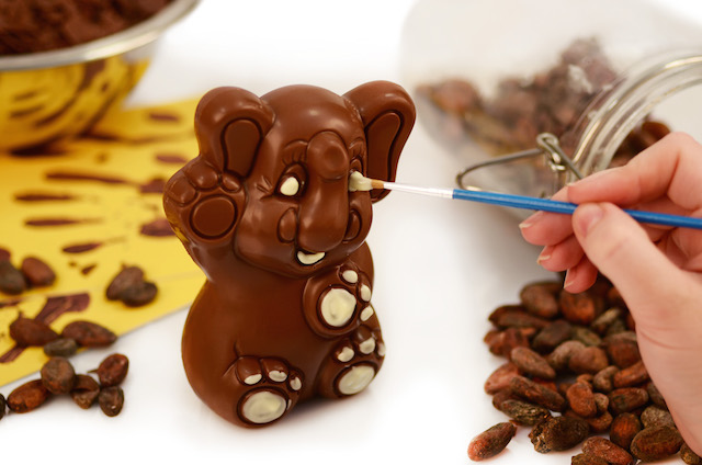 Butlers Chocolate Experience - decorating