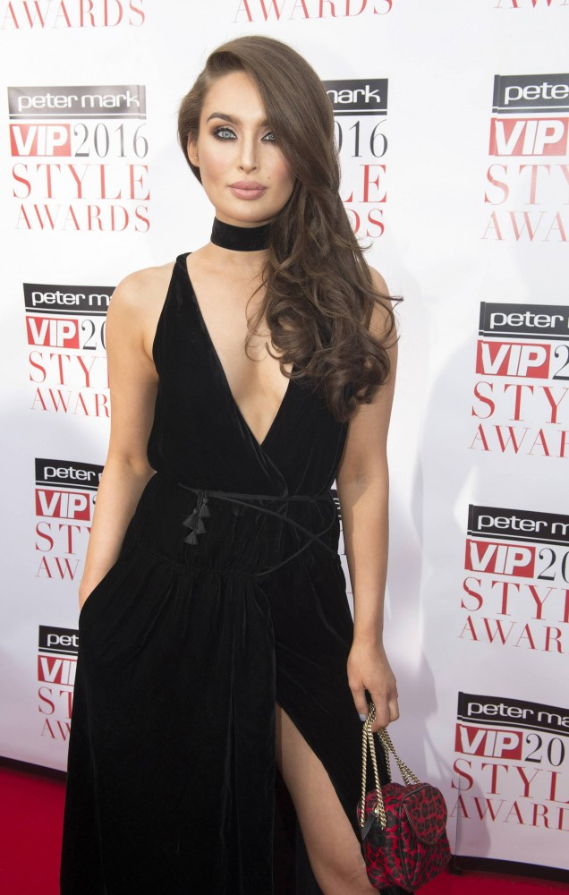 Roz opted for STUNNING curls at the Peter Mark VIP Style Awards last year